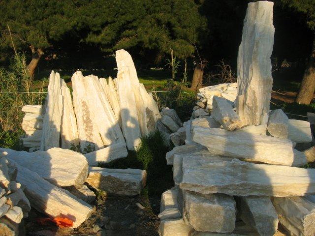 Roca columnas blancas